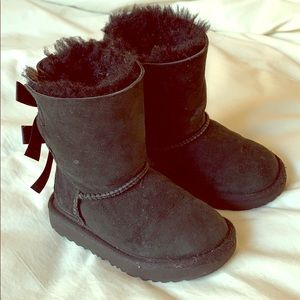 Girls ugg boot with bow detail size 8